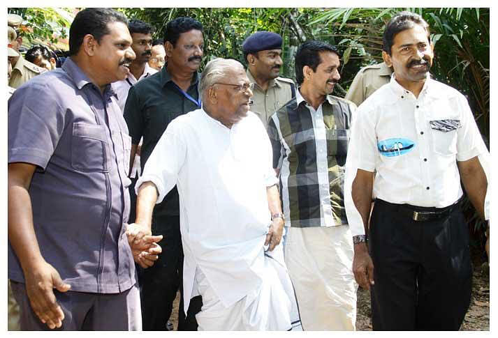 VS Achuthanandan visits park developed by Varkey Veliyathu